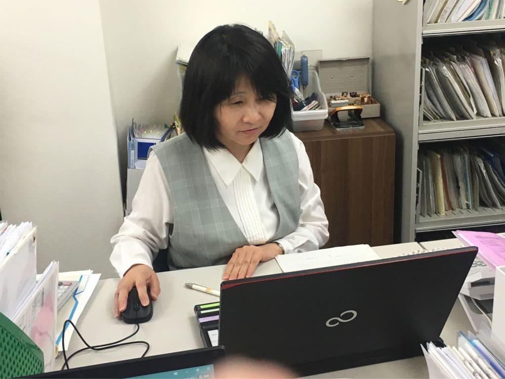 有家和子さん写真|社会労務士法人九州人事労務オフィス